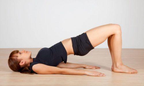 Женщинам рекомендуется укреплять мышечную ткань с помощью лечебной гимнастики