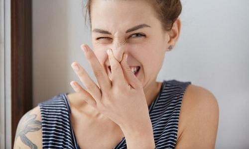 Если процесс мочеобразования не усложняется патологиями мочеполовых органов, то моча имеет специфический запах